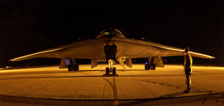 B-2_Spirit_night.jpg