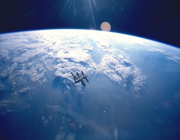 earth  mir sts 71.thumbnail Shuttle Atlantis Docking with Mir Space Aerial