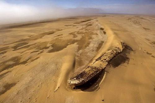 shipwreck-in-desert.jpg