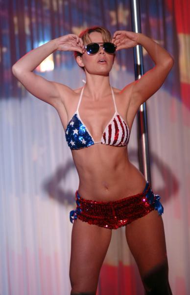 erica-durance-bikini-1.jpg