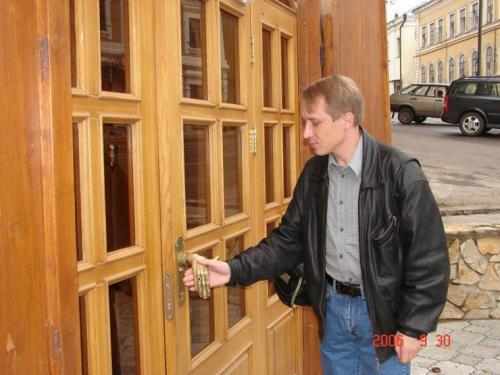 handshake-door-knob.jpg