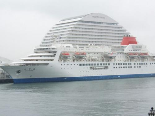 mega-cruise-ship