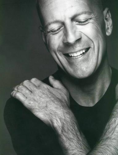 bruce willis.thumbnail Bruce Willis Smiles Sexy Bruce Willis