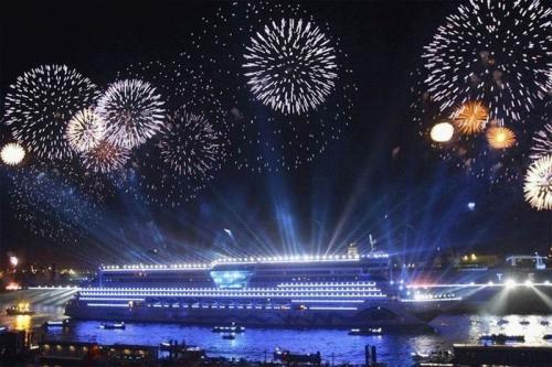 cruise-ship-celebration