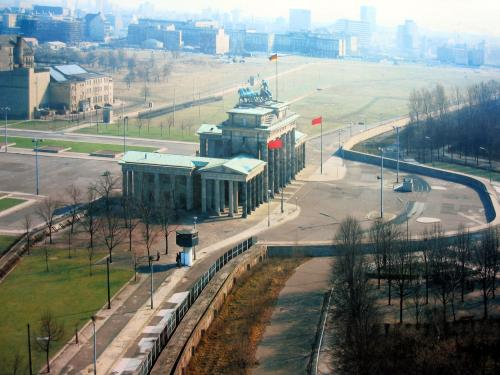 berlin wall.thumbnail The Berlin Wall Politics