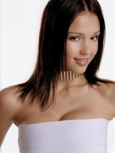jessica-alba-white-top-choker