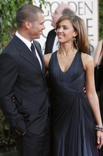 jessica-alba-black-dress
