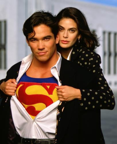 lc twoshot1.thumbnail Lois & Clark   Shirt Pull Television Sexy Comic Books