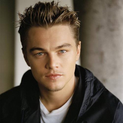 leonardo dicaprio3.thumbnail Leonardo DiCaprio   Spikey Hair Sexy