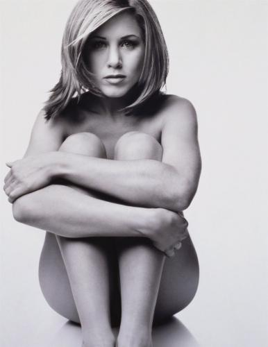 36661.thumbnail A Naked Jennifer Aniston  Sexy