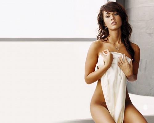 megan fox nude 500x400 Megan Fox   Nude (but with a stupid towel)