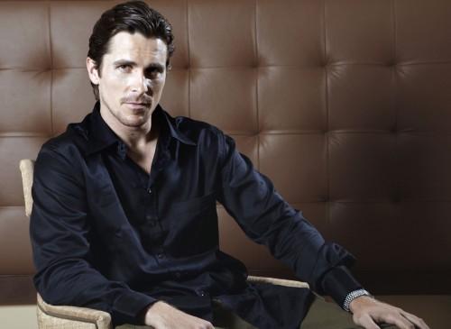 bale 4 500x365 Christian Bale   Black Shirt Sexiness Sexy