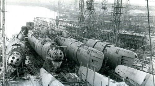 sub dry dock 500x279 Sub Marine Dry Dock Military