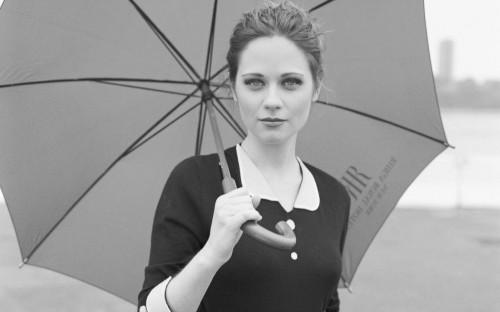 Zooey Deschanel - umbrella