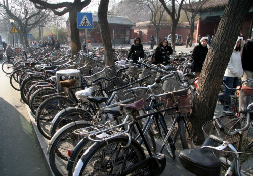 crowded bike rack 500x349 Crowded Bike Rack wtf