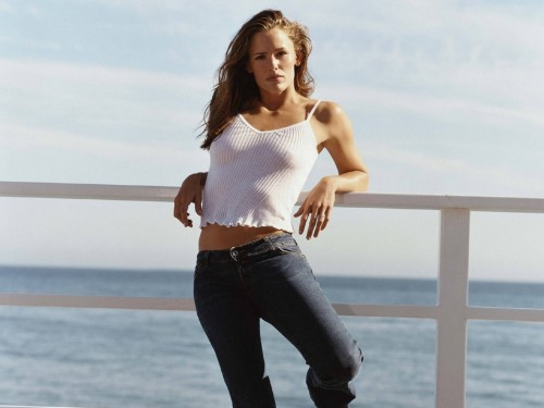 jennifer garner - white shirt and jeans