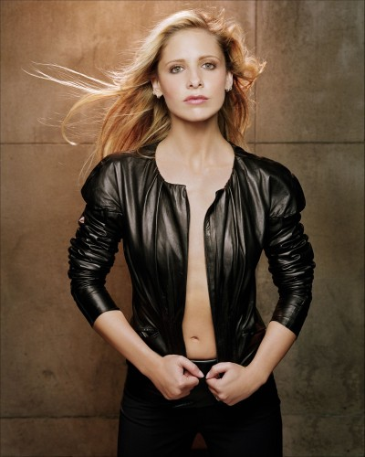 Sarah Michelle Gellar - Black jacket (no bra)