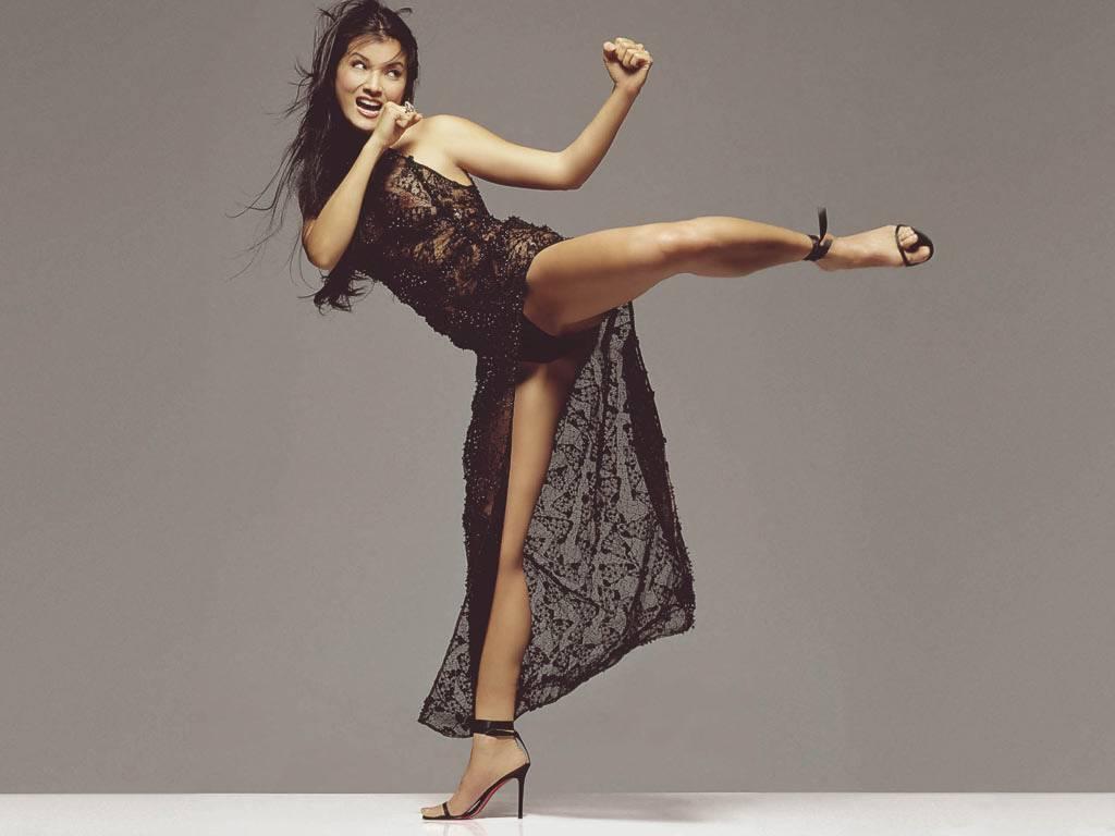 NSFW – Kelly Hu Kicking