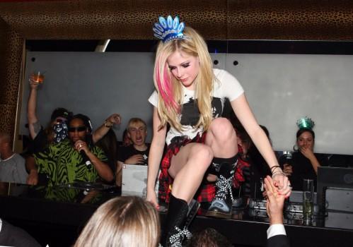 Avril Lavigne Bar Upskirt