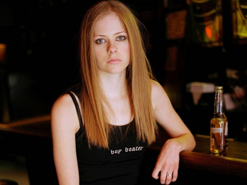 Avril Lavigne beats off boys