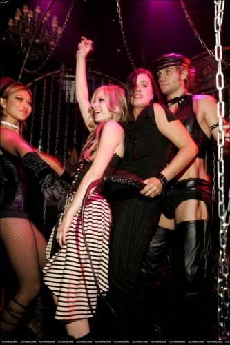 Avril Lavigne Gang Bang