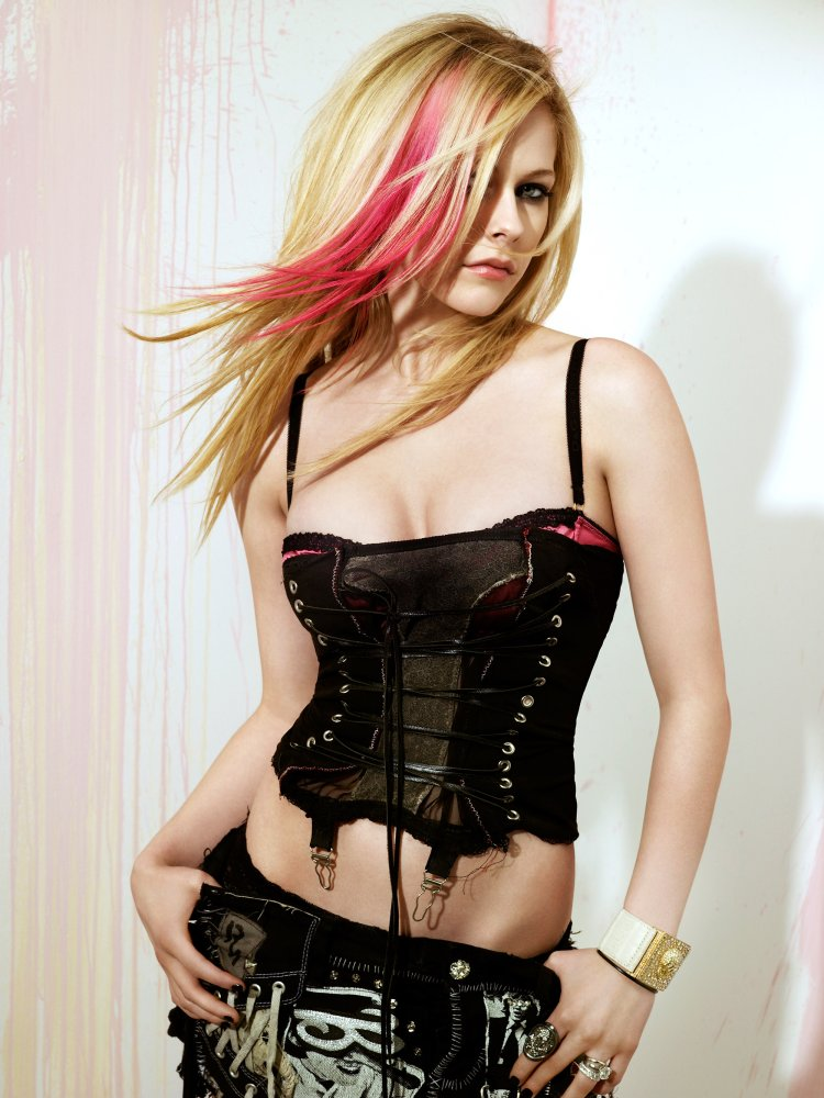 Avril Lavigne has a sweet tummy