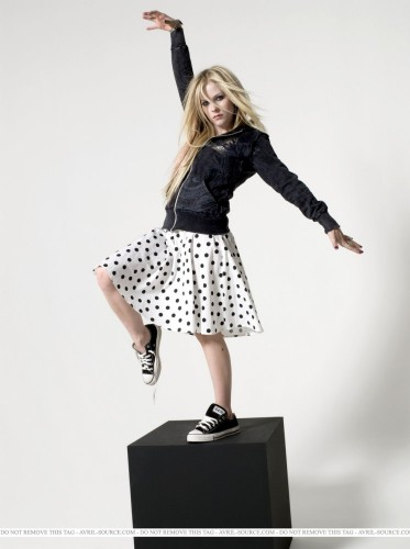 Avril Lavigne Is A Karate Kid