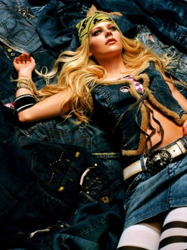 Avril Lavigne Jean Upskirt
