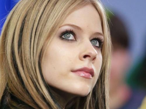 Avril Lavigne Looks Up