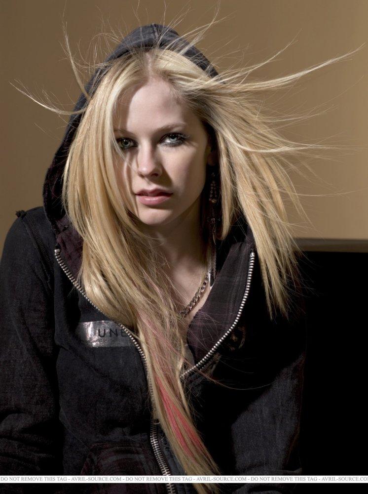 Avril Lavigne Meets static electricity