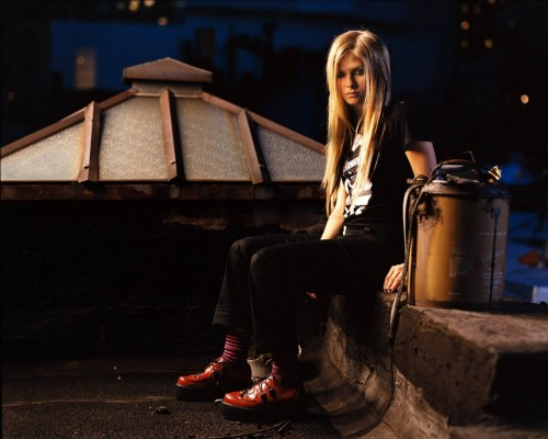 Avril Lavigne On A Rooftop