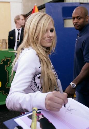 Avril Lavigne Signs An Autograph