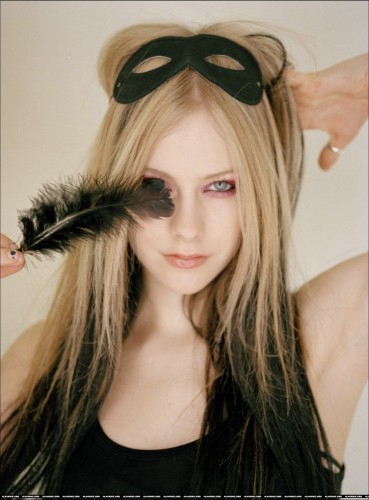 Avril Lavigne sticks a feather in her eye
