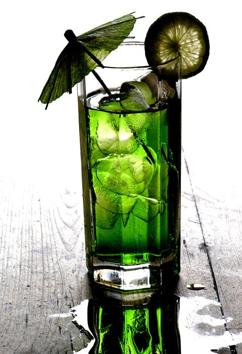 green drink with umbrella