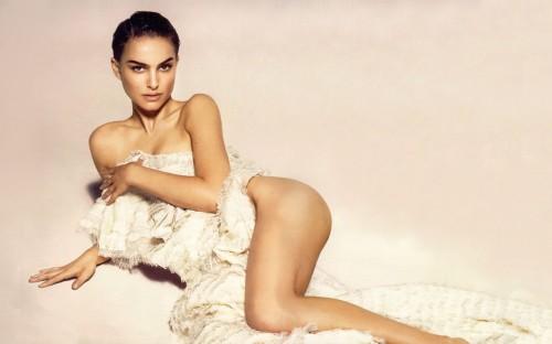 Natalie Portman is Nude
