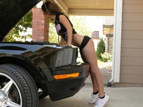 sexy mechanic 500x375 Sexy Mechanic Sexy Cars