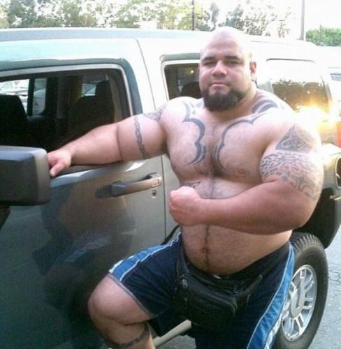 well build tattooed man