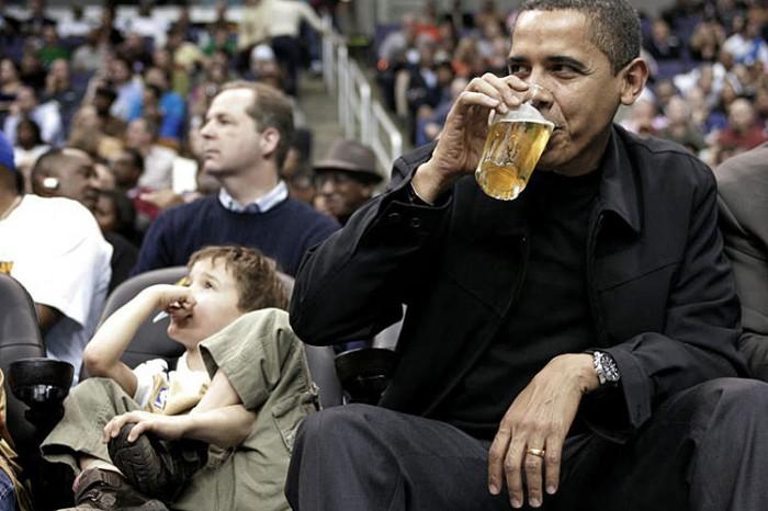 obama drinks beer