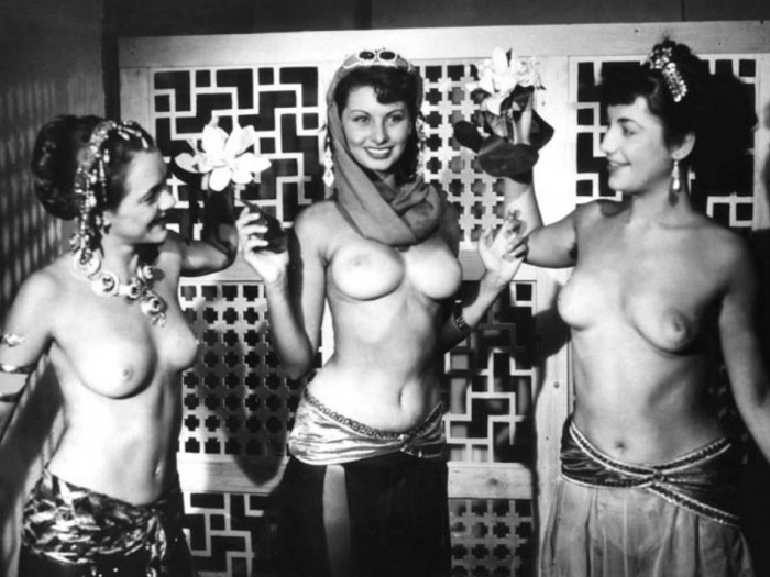 nsfw sophia loren - topless wallpaper