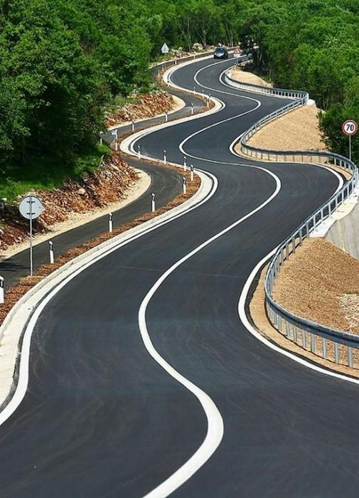 swervy road