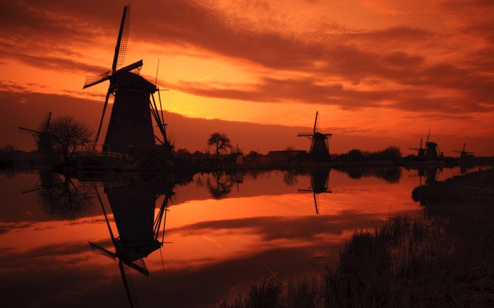 windmill sunset 700x437 windmill sunset