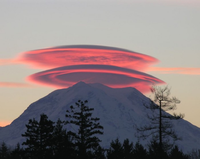 Mt Rainier – pink clouds