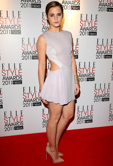 emma in short skirt 477x700 emma in short skirt Sexy emma watson