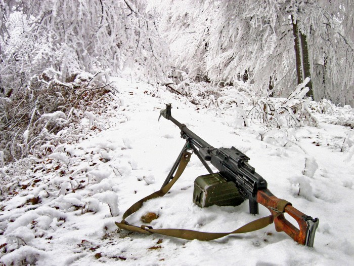 snow machine gun 700x525 snow machine gun Weapons Wallpaper