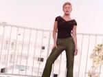 elisha cuthbert green tight pants 150x112 elisha cuthbert super post Wallpaper Television Sexy Movies