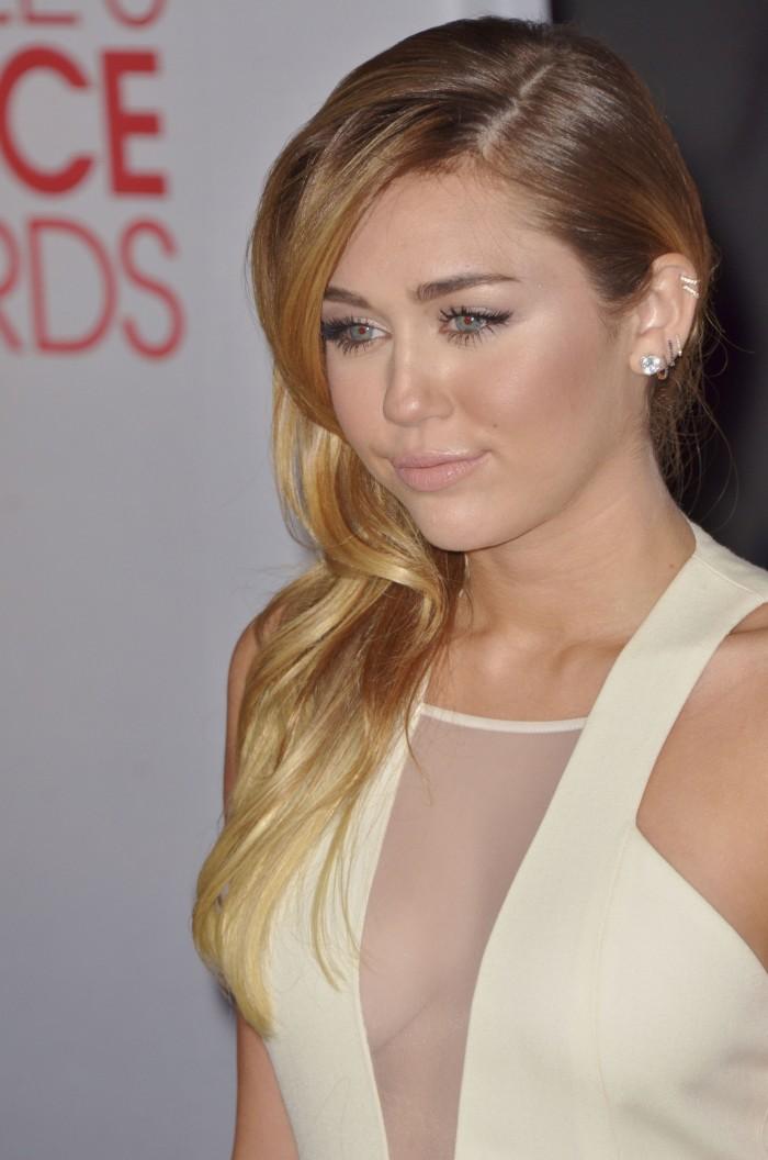 Miley Cyrus – 38th People's Choice Awards (January 11700