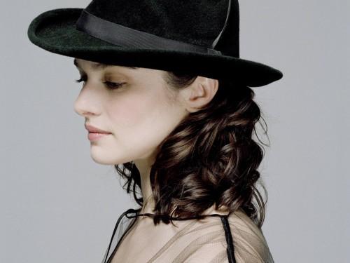 Rachel Weisz in an awesome hat