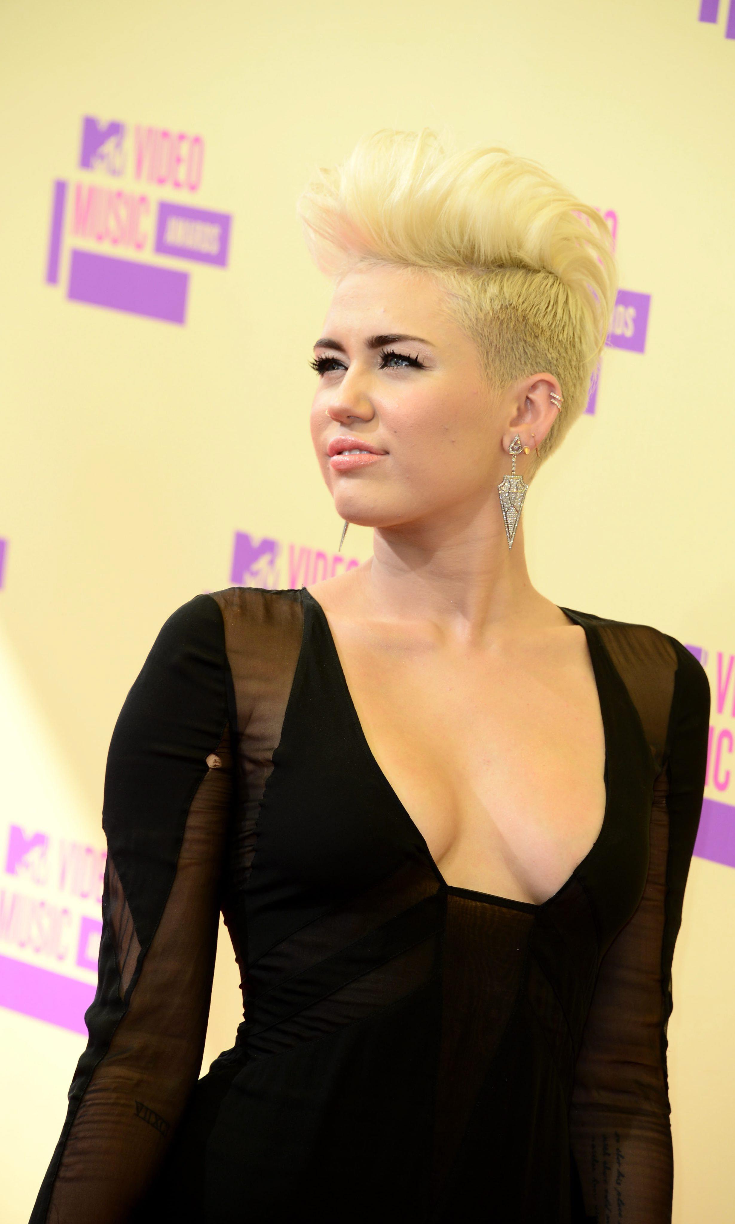 Miley-Cyrus-2012-MTV-VMA-04