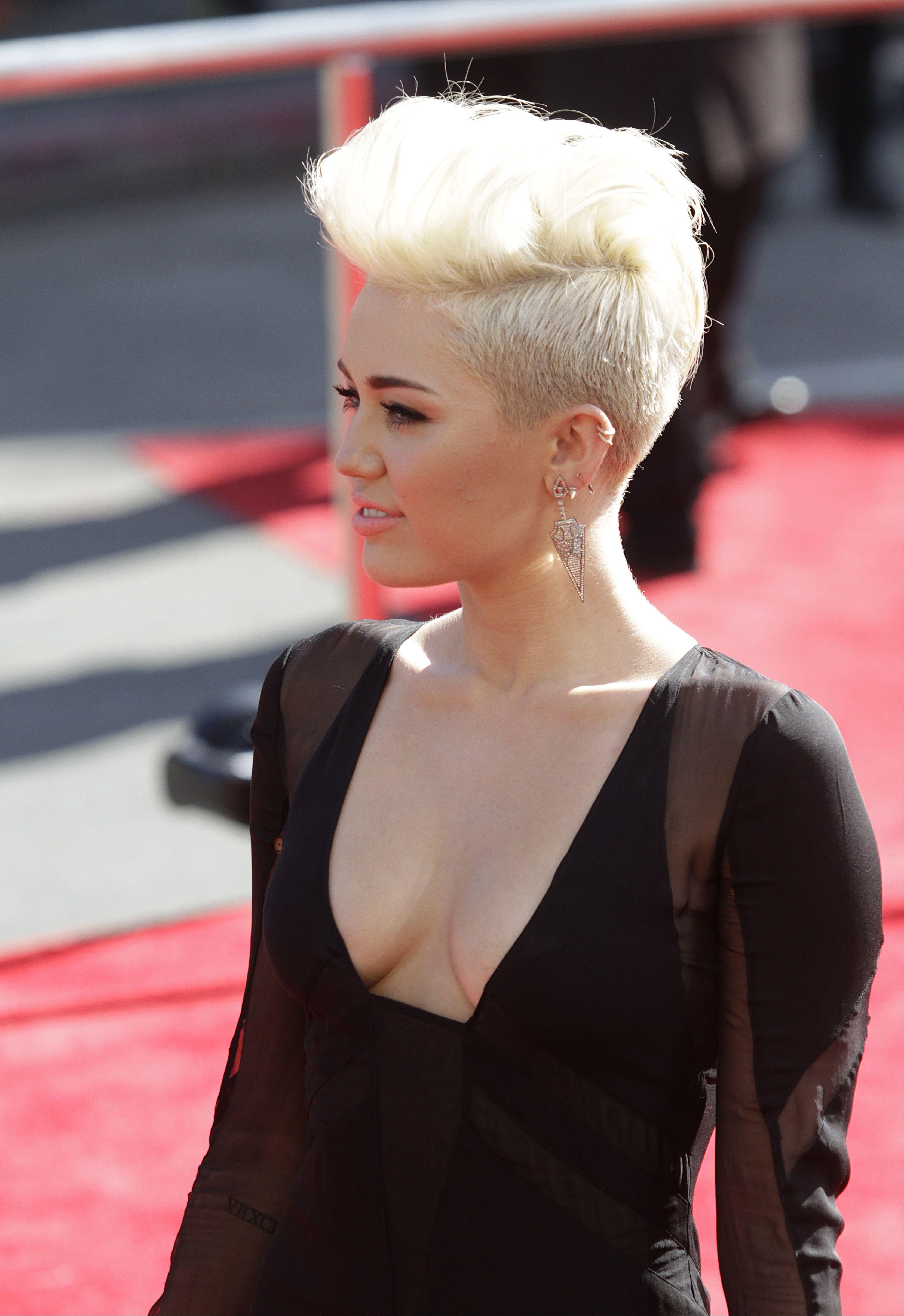 Miley-Cyrus-2012-MTV-VMA-07