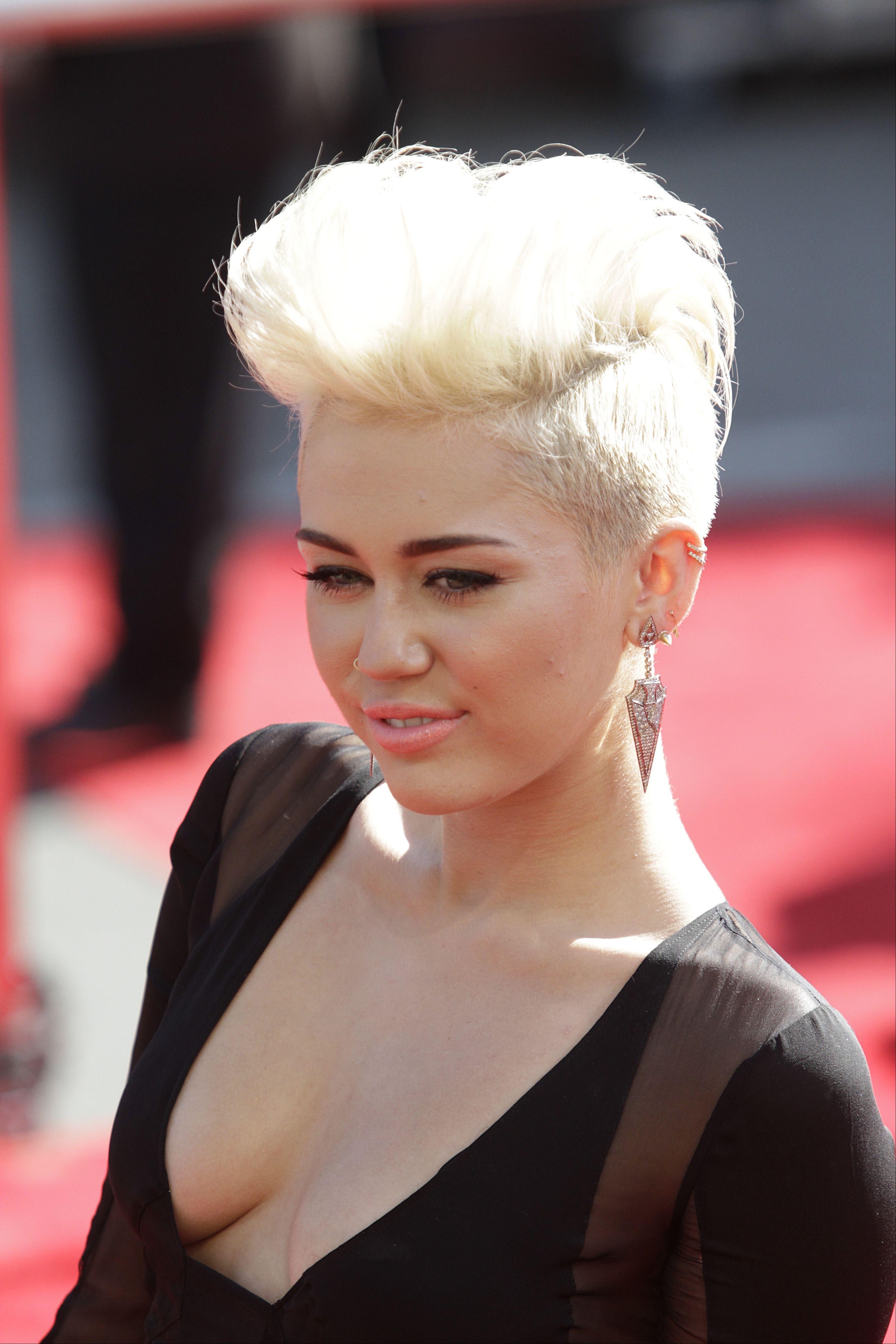 Miley-Cyrus-2012-MTV-VMA-08